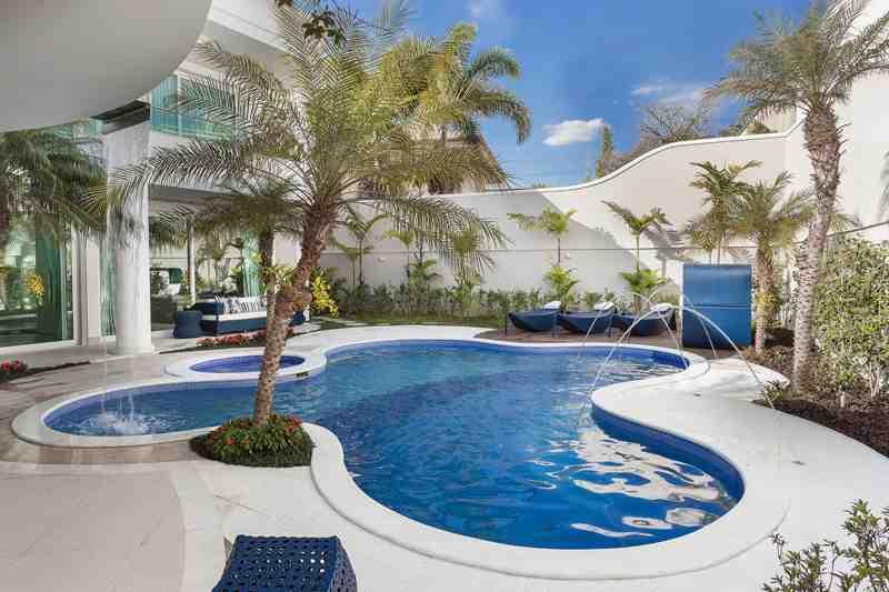 Arquiteto Aquiles Nícolas Kílaris - Casa Real - piscina azul
