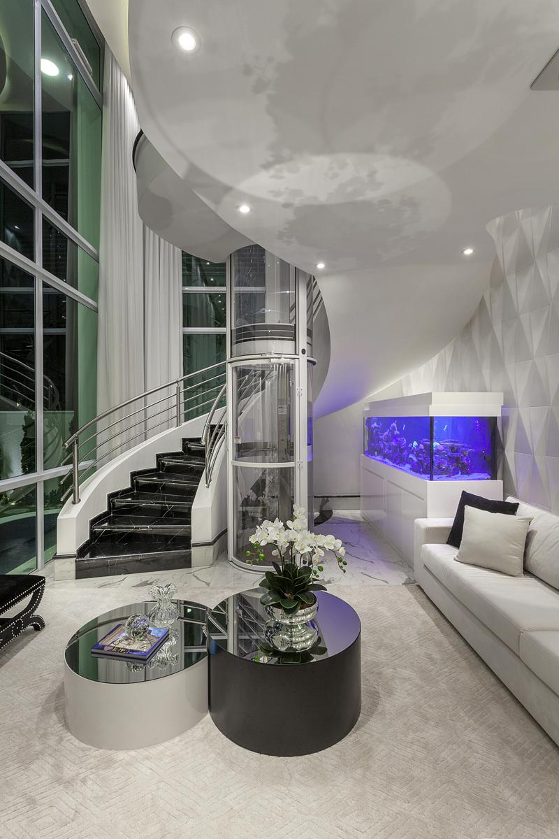 Arquitetlo Aquiles Nícolas Kílaris - Casa Diamante elevador
