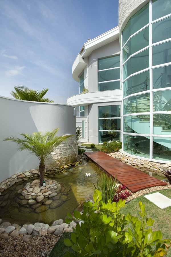 Arquiteto Aquiles Nícolas Kílaris - Espelho d'água